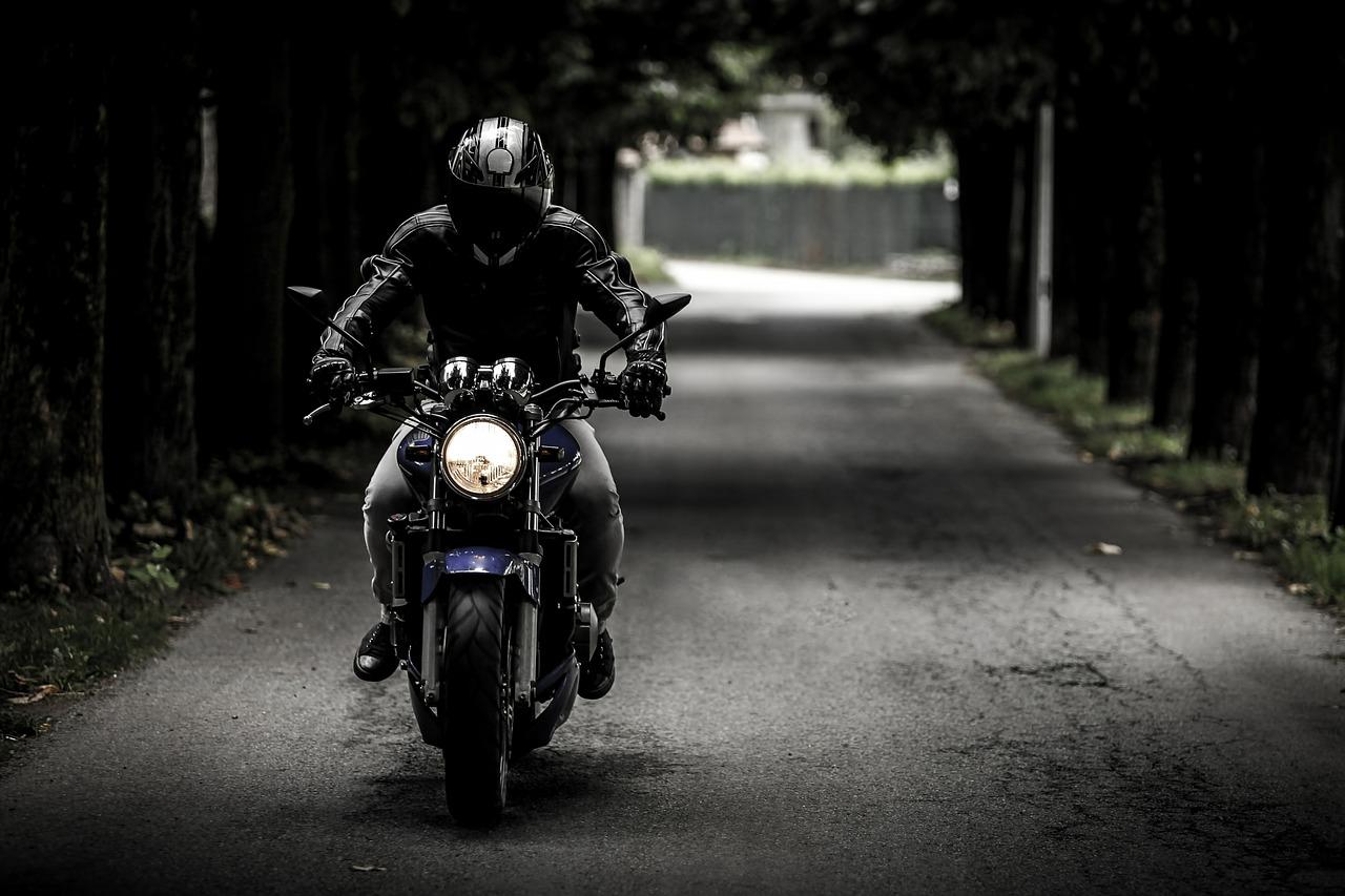 Akcesoria dla motocyklisty: jakie są niezbędne?