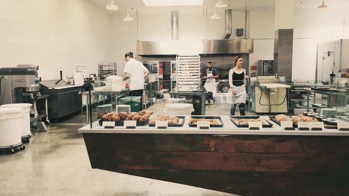 Patelnie w lokalach gastronomicznych: jakie kupić?