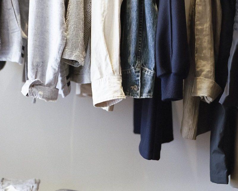 Czy warto kupić narożną szafę?