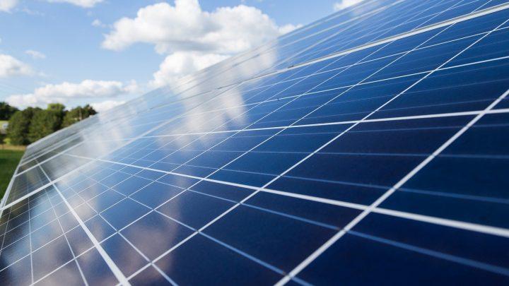 Dlaczego warto wybrać panele solarne?